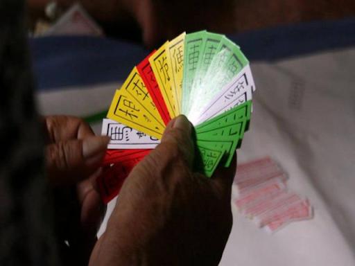 Với nhiều người hiện nay, đánh bài tứ sắc đã trở thành một hình thức giải trí vô cùng quen thuộc