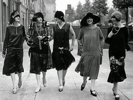 Lịch sử lâu đời của giày Mary Janes